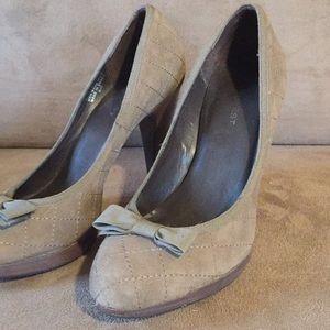 Nine West Bow front heels. Sz 7 1/2.